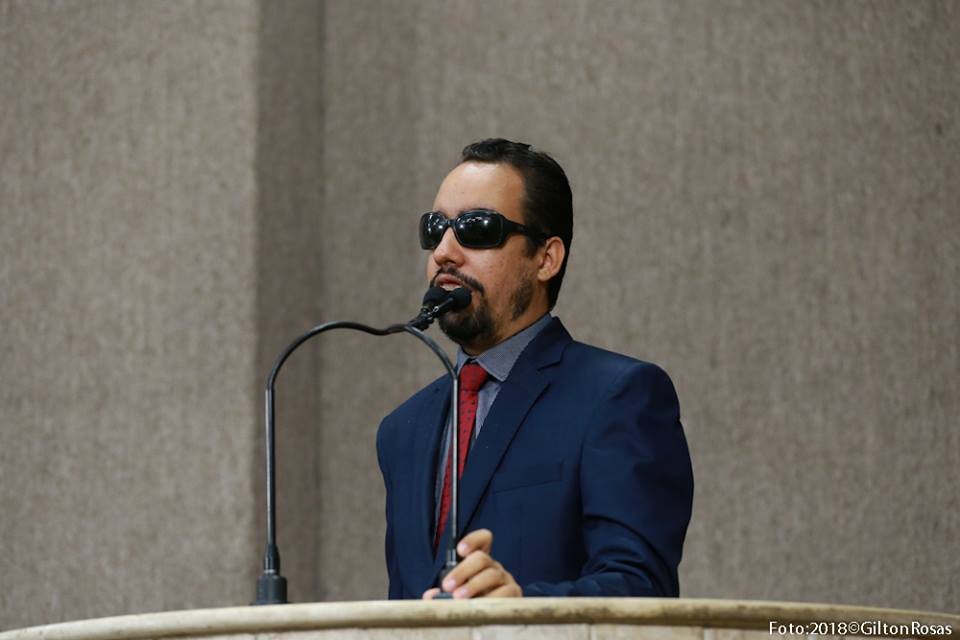 #O vereador Lucas Aribé está na tribuna da Câmara durante seu discurso