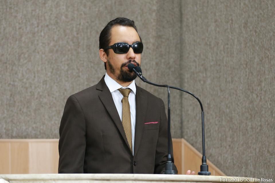 #PraTodoMundoVer: O vereador Lucas Aribé está utilizando a tribuna da Câmara
