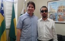 Vereador Lucas Aribé em pé ao lado do secretário Municipal da Juventude e Esporte (Sejesp), Jorge Araújo Filho
