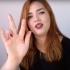 Estudante da UFSCar, Bruna grava tutoriais de maquiagem em libras (Foto: Reprodução/YouTube)
