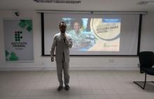 Vereador Lucas Aribé proferindo palestra no IFS