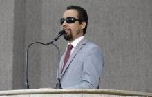 O vereador Lucas Aribé utilizando a tribuna da CMA para discursar