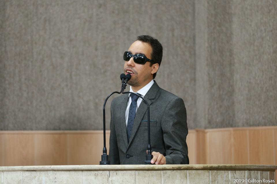 #PraTodoMundoVer Lucas Aribé está na tribuna da Câmara de Vereadores