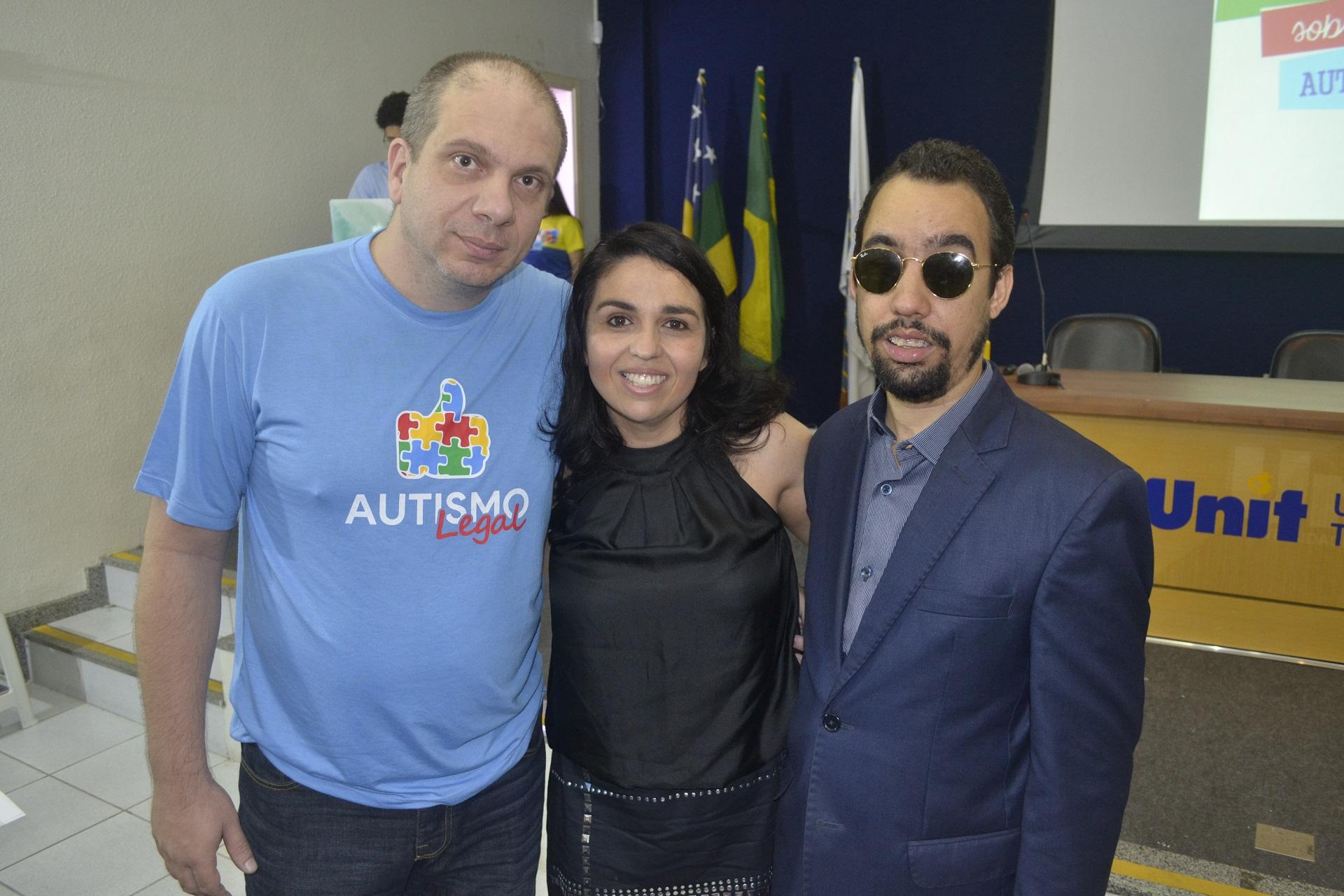 #PraTodoMundoVer Lucas Aribé ao lado dos palestrantes Carla e José Carlos Bertin