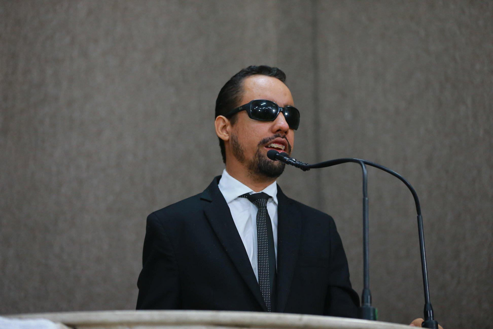 #PraTodoMundoVer Fotografia de Lucas Aribé na tribuna da CMA